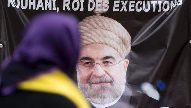 Protest gegen Rohani in Wien (Bild: APA/AFP/JOE KLAMAR)