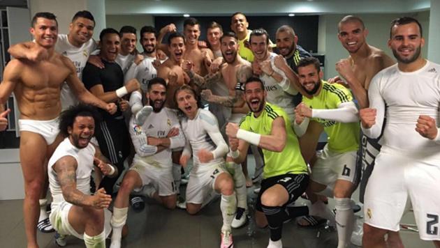 Cristiano Ronaldo und einige seiner Real-Kollegen feiern den Sieg im Clasico oben ohne... (Bild: instagram.com)