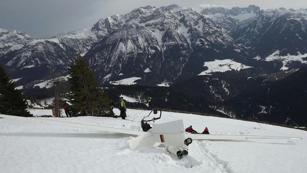 Der Pilot in Kärnten konnte nur noch tot geborgen werden. (Bild: APA/LPD KÄRNTEN)