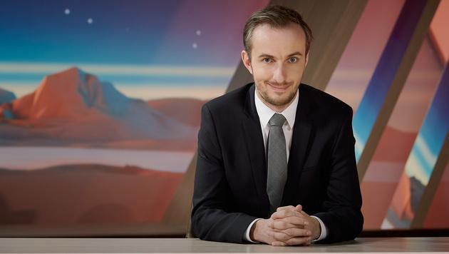 """Böhmermann zurück auf Sendung mit """"Verafake"""" (Bild: ZDF)"""