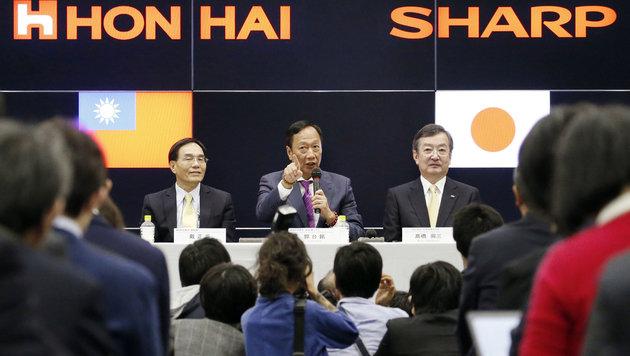 Foxconn und Sharp besiegeln Übernahme (Bild: AP)