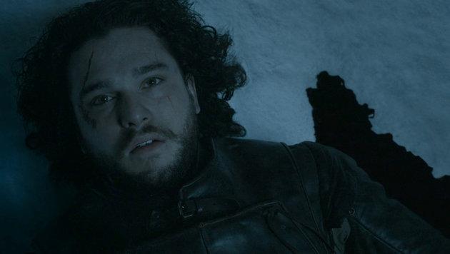 Jon Snow (Kit Harington) liegt am Ende der fünften Staffel in einer Blutlache. (Bild: Viennareport)