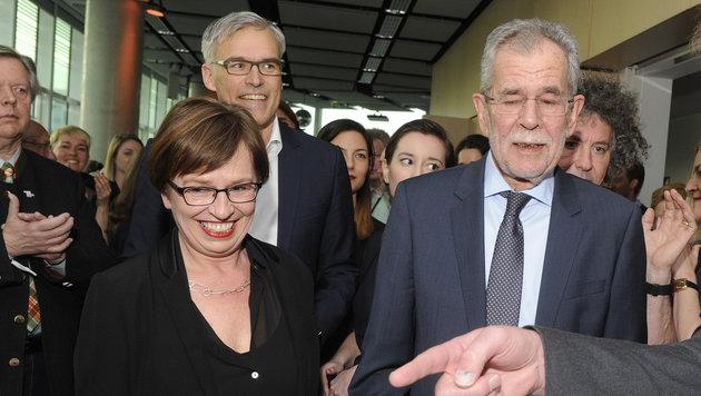 """Auftakt für Alexander Van der Bellen: """"Yes we can"""" (Bild: APA/HERBERT PFARRHOFER)"""