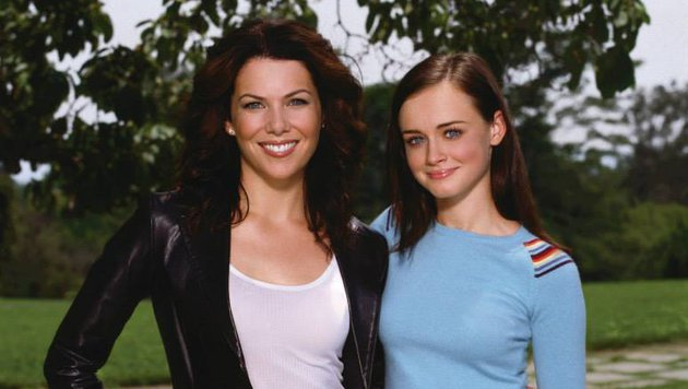 "Lauren Graham und Alexis Bledel in ""Gilmore Girls"" (Bild: facebook.com/GilmoreGirls)"