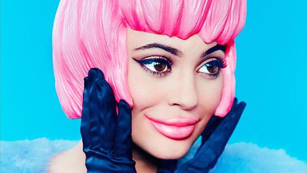 """Kylie Jenner ist als Plastikpüppchen auf dem aktuellen """"Paper""""-Magazin zu sehen. (Bild: instagram.com/kyliejenner)"""