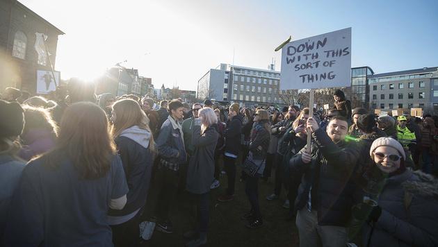 Zehntausende demonstrierten im lediglich 330.000 Einwohner zählenden Island gegen ihren Premier. (Bild: APA/AFP/Halldor Kolbeins)