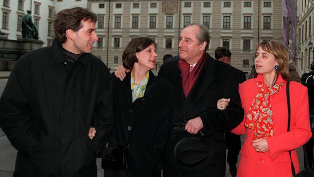 Der ehemalige Bundespräsident Klestil mit Sohn Thomas, Schwiegertochter und Tochter Uschi (v.l.n.r.) (Bild: APA/Robert Jäger)
