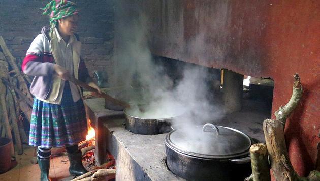 Ein Küchenherd mit offenem Feuer: So wird in Vietnam das einfache Essen zubereitet. (Bild: Hanna Molden/Simon Niggli)