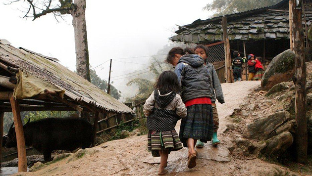 In Dörfern werden Wege für Kinder schnell unpassierbar. (Bild: Hanna Molden/Simon Niggli)