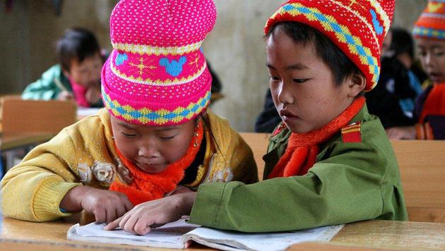 In der Schule gilt es angesichts der hohen Analphabetenrate, schreiben und lesen zu lernen. (Bild: Hanna Molden/Simon Niggli)