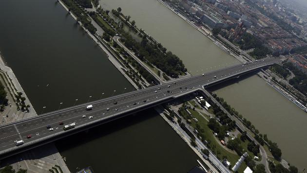 Neuer Alarm um Wiener Reichsbrücke (Bild: APA/GEORG HOCHMUTH)