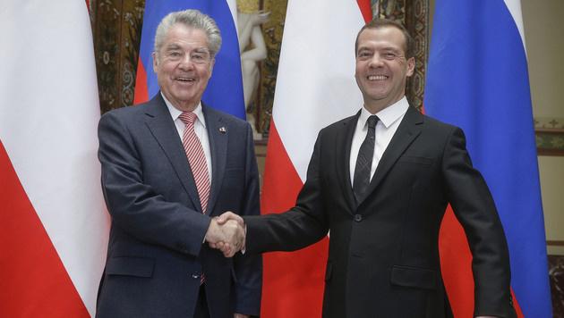 Fischer und der russische Premierminister Dmitri Medwedew (Bild: APA/BUNDESHEER/PETER LECHNER)