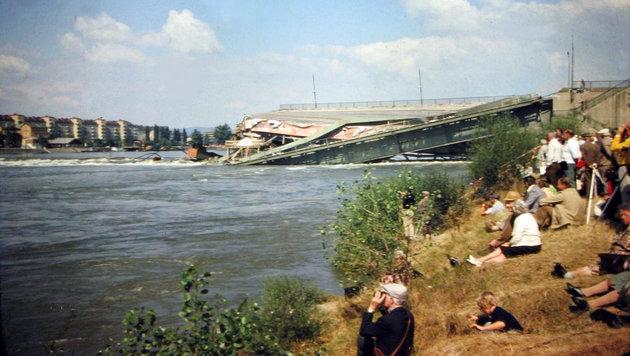 Viele Schaulustige tummelten sich an den Ufern. (Bild: Helmut Krcal)