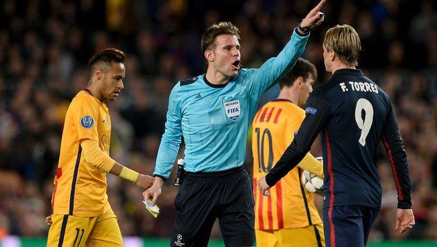 Erst Torschütze, dann Rot-Sünder: Torres (re.) nimmt die Atletico-Pleite auf seine Kappe. (Bild: APA/AFP/JOSEP LAGO)