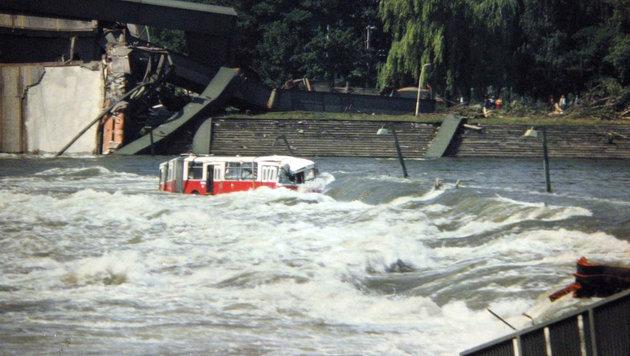 """Das Fahrzeug, das im Wasser landete, war unter dem Namen """"Donaubus"""" bekannt. (Bild: Helmut Krcal)"""