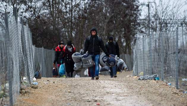 Im Lager Tabanovce an der mazedonisch-serbischen Grenze sind 1500 Flüchtlinge gestrandet. (Bild: APA/AFP/Robert Atanasovski)