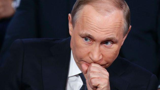 Kremlchef Wladimir Putin: Russland soll mit Enthüllungen gefügiger gemacht werden. (Bild: APA/AFP/POOL/DMITRY LOVETSKY)
