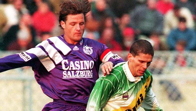1995: Salzburgs Pfeifenberger (li.) gegen Rapids Kühbauer, Pfeifenbergers Vorgänger als WAC-Trainer (Bild: GEPA)