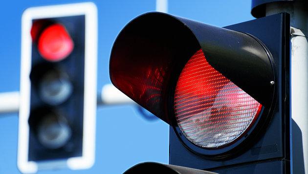 Schwester fuhr bei Rot - Bruder wurde bestraft (Bild: thinkstockphotos.de)