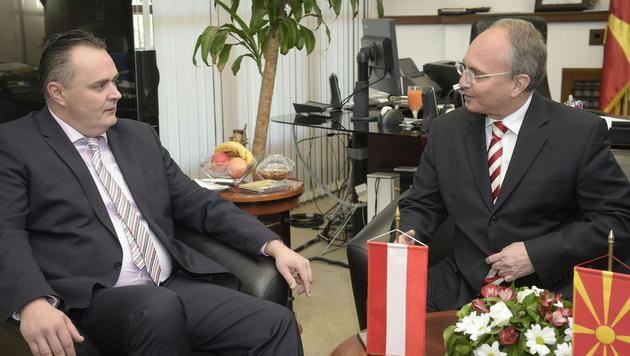 Verteidigungsminister Doskozil mit seinem mazedonischen Amtskollegen Zoran Jolevski in Skopje (Bild: APA/Bundesheer/Pusch)