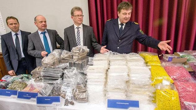 Sichergestellte Drogenberge eines Online-Händlers (Bild: BMI)