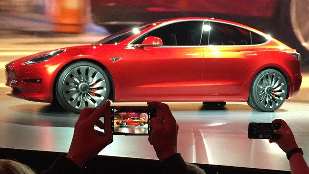 Autos der Zukunft kommen aus dem Silicon Valley (Bild: AP)