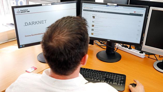 Ein BKA-Spezialermittler auf der Jagd nach Darknet-Dealern (Bild: Reinhard Holl)