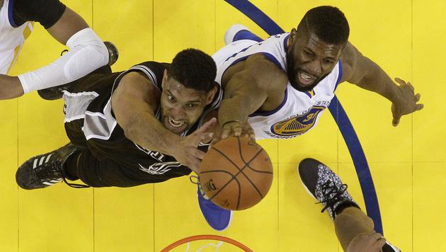 Golden State Warriors gewinnen Hit gegen Spurs (Bild: AP)