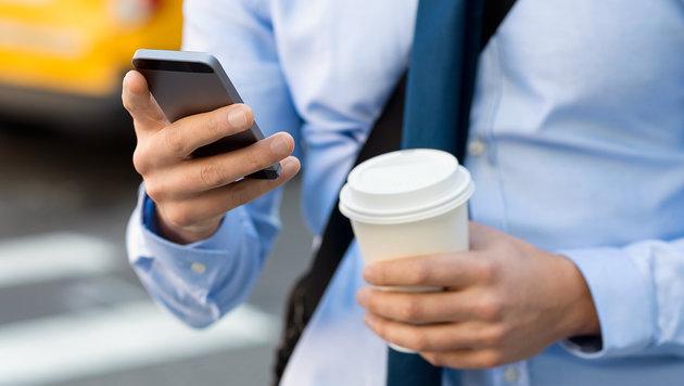 Jeder sechste Fußgänger durch Smartphone abgelenkt (Bild: thinkstockphotos.de)