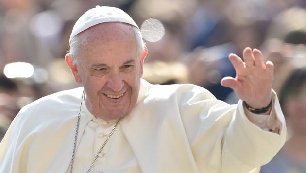 Papst geht vorsichtig auf Wiederverheiratete zu (Bild: APA/AFP/Tiziana Fabi)