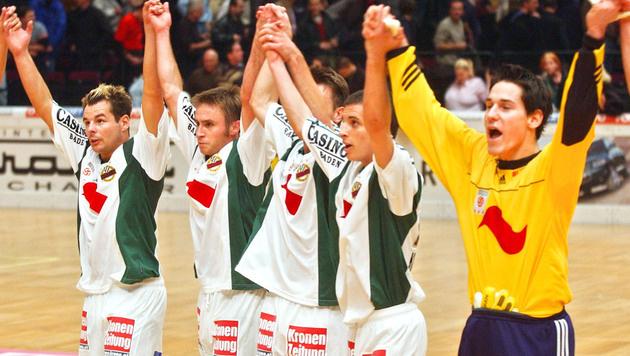 3.1.2003: Hofmann jubelt mit Wallner, Wagner, Kulovits und Payer in der Wiener Stadthalle. (Bild: GEPA)