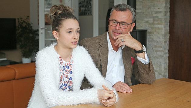 """Hofers im Talk: """"Bei Haschisch gäbe es Hausarrest"""" (Bild: KRONEN ZEITUNG)"""