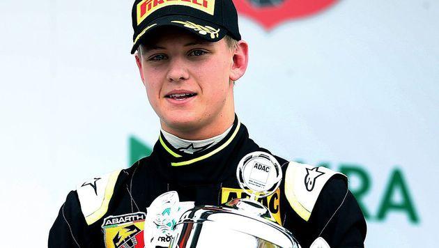 Ferrari ist an Schumacher-Sohn Mick interessiert! (Bild: APA/AFP/RONNY HARTMANN)