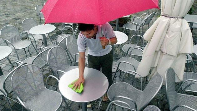 Ab dem Wochenende wird es kühler und regnerisch (Bild: dpa (Symbolbild))