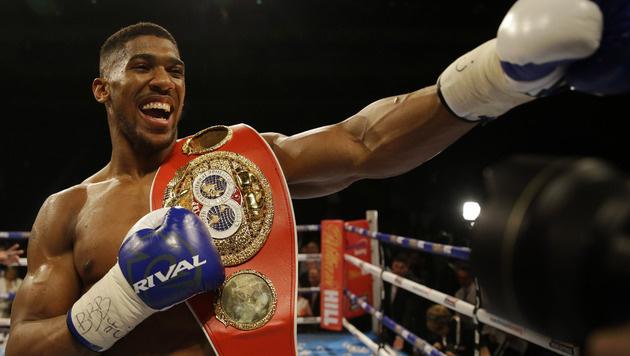 Historisch! Er ist der neue Box-Superstar (Bild: AP)