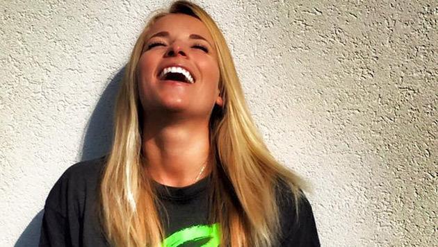 Zurücklehnen und lächeln: Lara Gut genießt freie Tage. (Bild: Facebook.com)