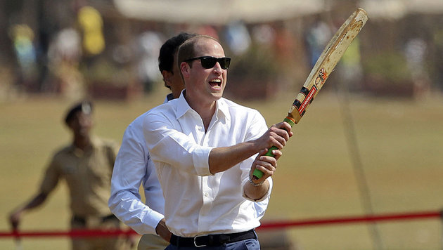 Kate/William: Cricket und Straßenkinder in Indien (Bild: AFP)