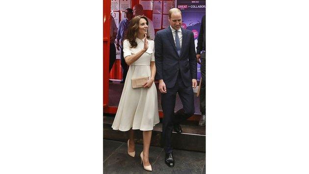 Die Schuhe sind Marke Rupert Sanderson, die Clutch hat Kate von Mulberry. (Bild: AP)