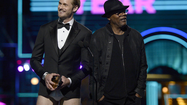 Alexanders Skarsgards Outfit sorgt für Gesprächsstoff! (Bild: Kevork Djansezian/Invision/AP)