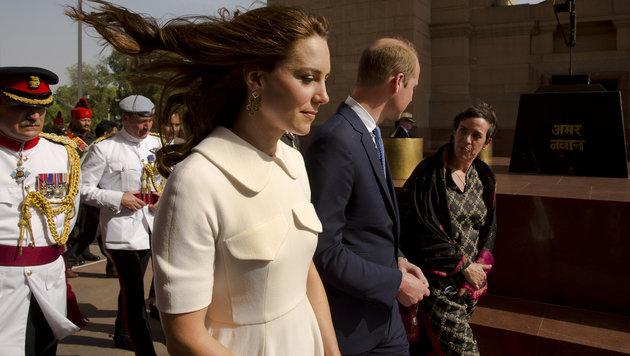 Kates Haare vom Wind verweht. Auch der Rock ihres Kleides flog immer wieder nach oben. (Bild: AP)