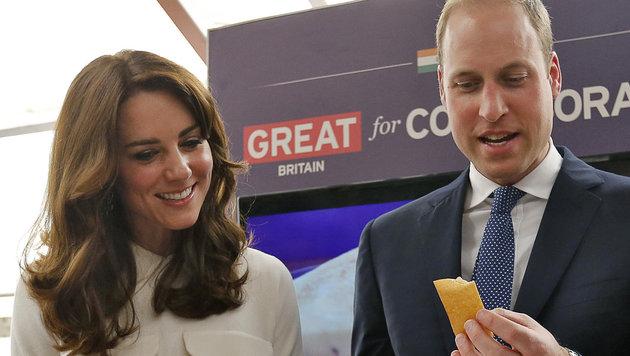 William und Kate kosten Dosa. (Bild: AP)