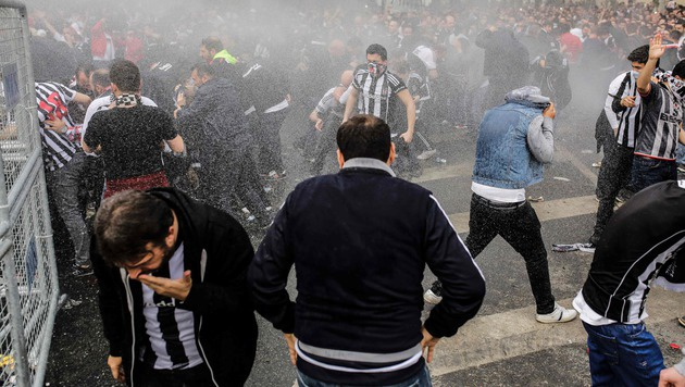 Besiktas: Randale bei Stadion-Eröffnung (Bild: APA/AFP/YASIN AKGUL)