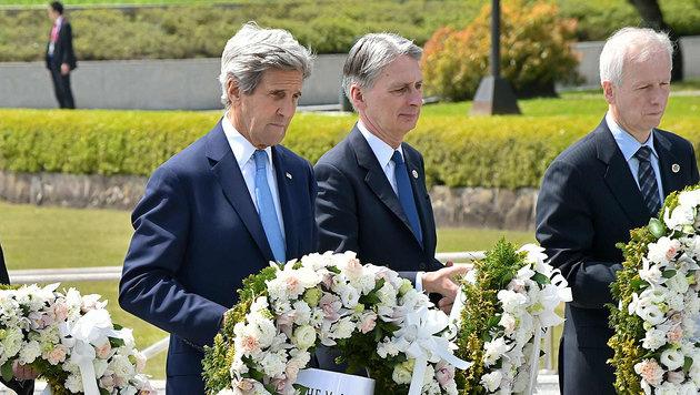 Historische Kranzniederlegung von US-Außenminister Kerry in Hiroshima (Bild: APA/AFP/POOL/KAZUHIRO NOGI)