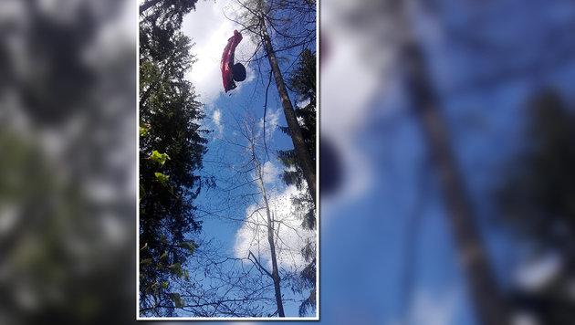 Die Paragleiterin musste zwei Stunden lang in 20 Metern Höhe ausharren. (Bild: KK)