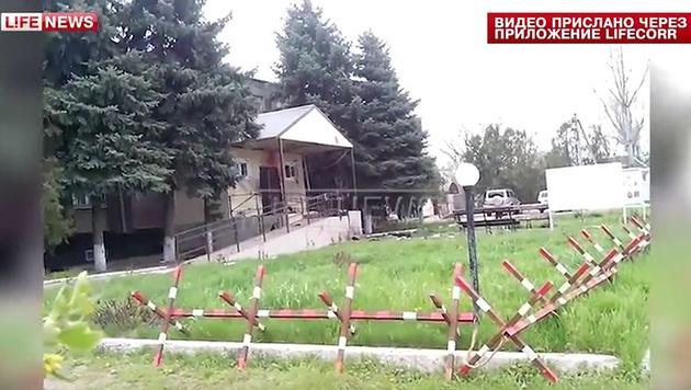 Russland: Drei Attentäter vor Polizeiwache getötet (Bild: YouTube.com/LifeNews)