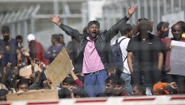 Protest im Flüchtlingscamp Moria (Bild: AP)