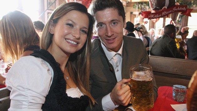 Anna und Robert Lewandowski im Trachten-Outfit am Münchner Oktoberfest (Bild: 2015 Getty Images)