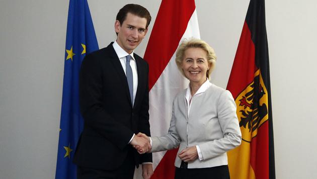Sebastian Kurz mit der deutschen Verteidigungsministerin Ursula von der Leyen (Bild: APA/AUSSENMINISTERIUM/DRAGAN TATIC)