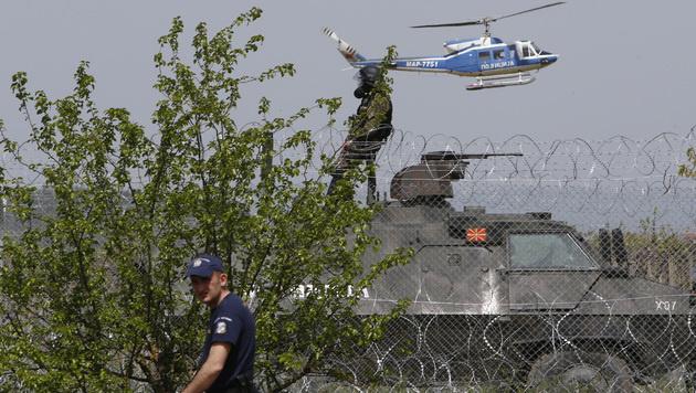 Die Grenze in Idomeni wird strengstens bewacht. (Bild: AP)