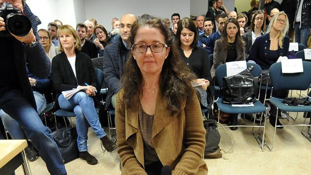 Monika Rathgeber vor Gericht (Bild: APA/BARBARA GINDL)